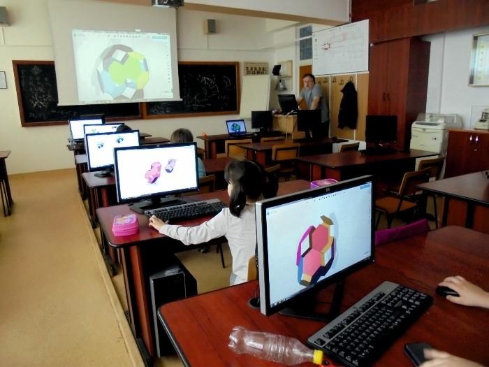 Xcolony - La calculator, proiectare asistată