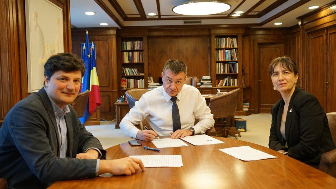 Bogdan Gheorghiu, Ministrul Culturii – in mijloc, Stefan Bâlici, manager INP- stanga, Irina Iamandescu-Director Adjunct INP- dreapta